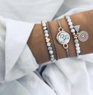 marmoriertes Perlen Armband mit grauer goldenem Herz NEU und elastisch