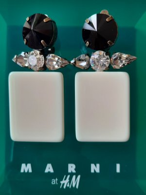Marni at H&M Oorclips wit-zwart