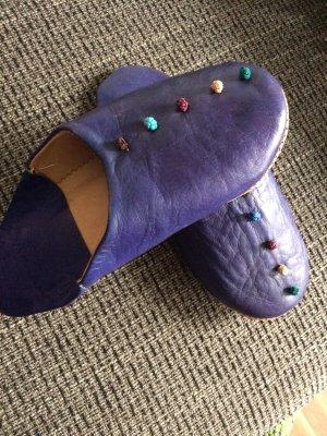 Pantoufles violet foncé cuir
