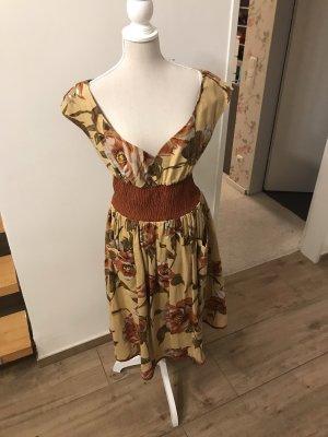 Maßgeschneidertes 50s Kleid mit Originalstoff aus den 60zigern