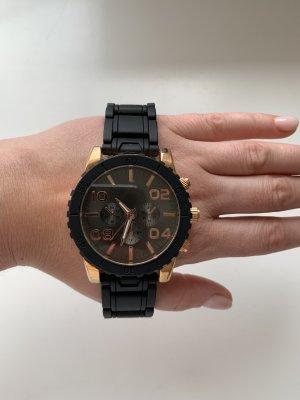 Massive Uhr schwarz / rosegold