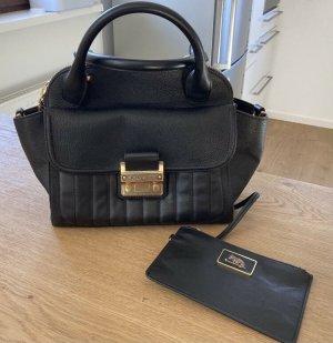 Matthew Harris, Handtasche