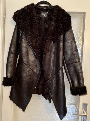 Maze Cappotto in eco pelliccia nero