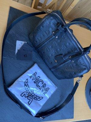 MCM Handtasche Leder Schultergurt Monogramm Black Boston Signature  Umhängetasche Bowlingbag