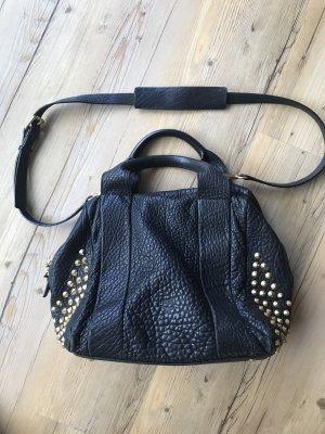 MCM Handtasche schwarz mit Nieten in Gold