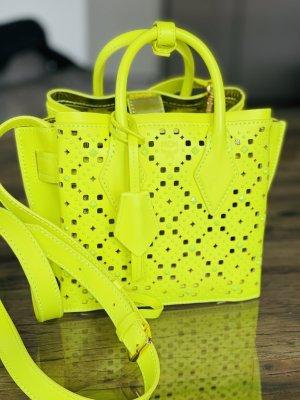 MCM Limited Edition Mini Milla Tote in neon gelb mit Nieten