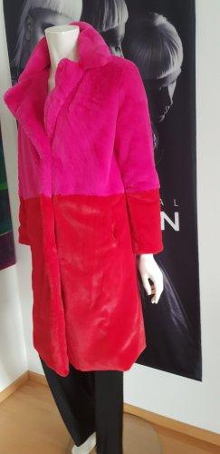 0039 Italy Cappotto in eco pelliccia rosso-magenta