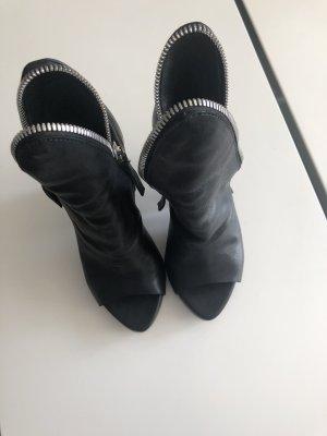 CINZIA ARAIA Peep Toe Booties black