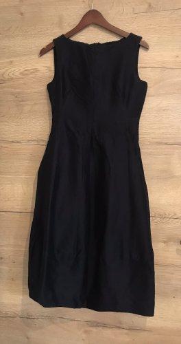 COS Sukienka z rękawem balonowym czarny-ciemnoniebieski