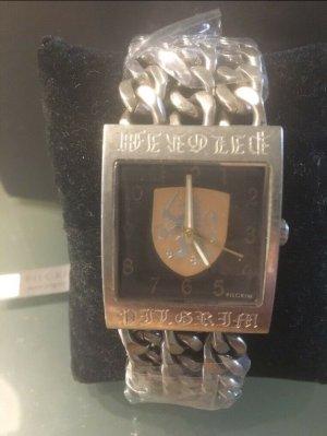 Mega Uhr von Pilgrim