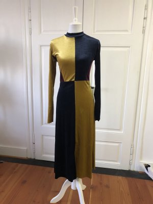 Mehrfarbiges Samtkleid von Zara