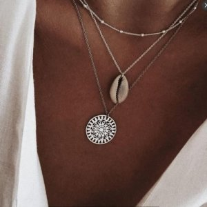 Collar de conchas color plata-crema