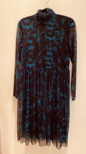 Mesh- Kleid mit Schlangen Print