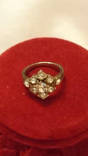 Metall Ring mit 9 Krystall Steinchen Gr .19