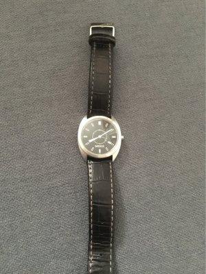 Mexx Armbanduhr mit Lederband mit Datumsanzeige