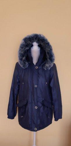 Chaqueta con capucha azul oscuro