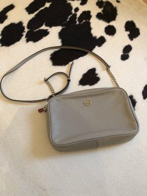 Michael Kors Handtasche grau Silber crossbody Mode Blogger Fashion