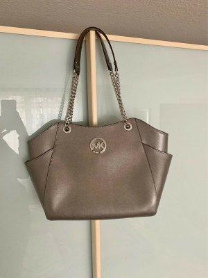 Michael Kors Jet Set Travel Chain Bag in Silber Metallic