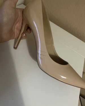 Michael Kors Pointed Toe Pumps nude