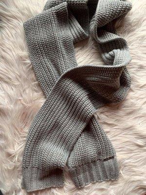 Michael Kors Écharpe en tricot gris-gris clair