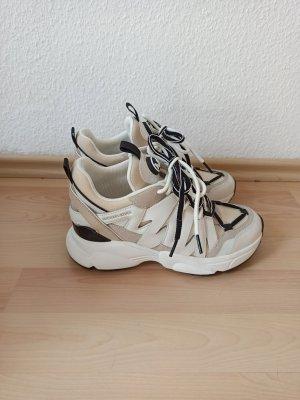 Michael Kors Lace-Up Sneaker white-beige