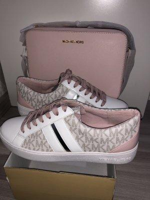 Michael Kors Sneaker und Umhängetasche