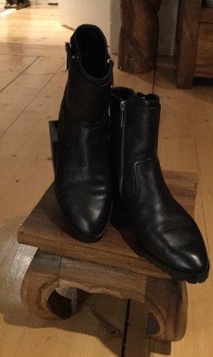 Michael Kors Zipper Booties black