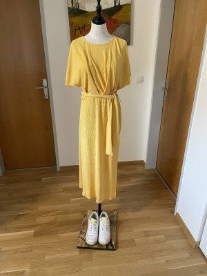 Bershka Robe mi-longue orange doré