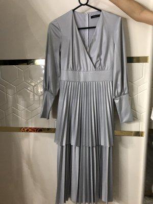 Nakd Vestido a media pierna color plata-gris claro