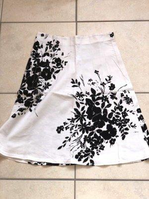 Rozkloszowana spódnica biały-czarny