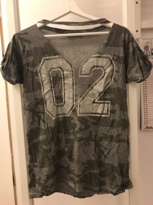 Military tshirt mit cut outs