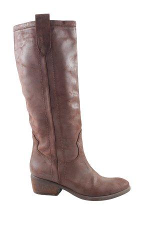 Botas estilo vaquero marrón look casual