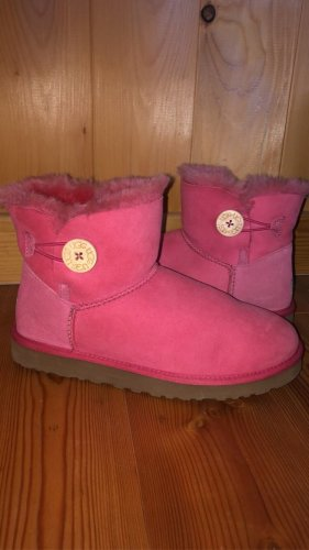 mini bailey button uggs