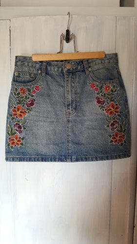 Mini Jeansrock mit Blumenapplikationen
