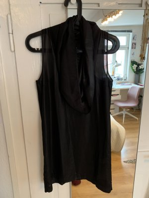 Mini Kleid mit besonderem Kragen