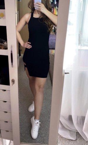 Sukienka z wycięciem czarny