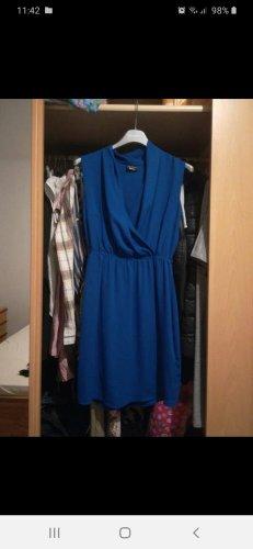 Minikleid mit großem Ausschnitt