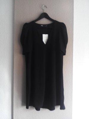 Minikleid mit V-Ausschnitt in schwarz, Grösse M, neu