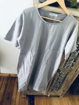 Minimal Style. Cooles minimalistisches Shirt Kleid