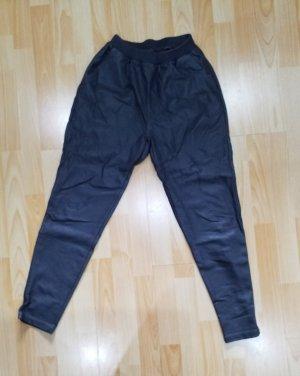 Minimum Pantalón de efecto piel gris oscuro