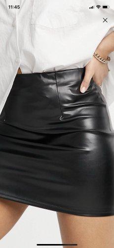 Minirock aus Kunstleder (schwarz)
