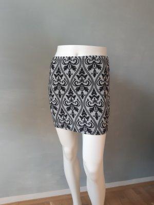 Minirock mit schwarzem Muster