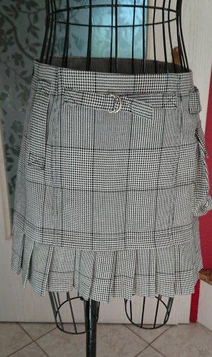Minirock schwarz weiß kariert, College Style Gr 36