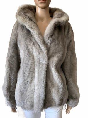 Futrzany płaszcz srebrny