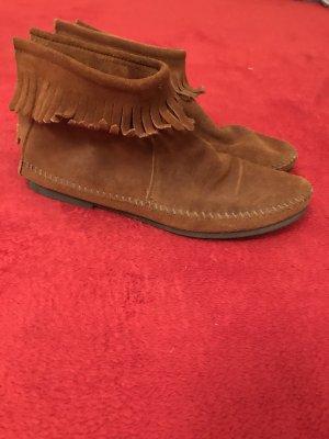 Minnetonka boots 40