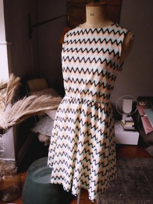 Mint&Berry Kleid, zickzack Pastellfarben, NEU, Gr. L, fällt wie M/38 aus