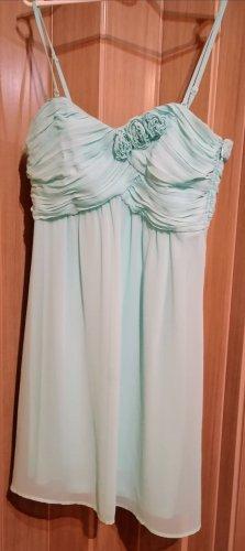 Mintfarbenes Kleid