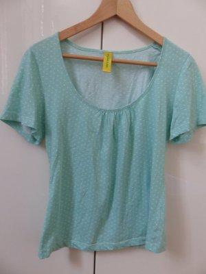 mintfarbenes T-Shirt mit weißen Punkten