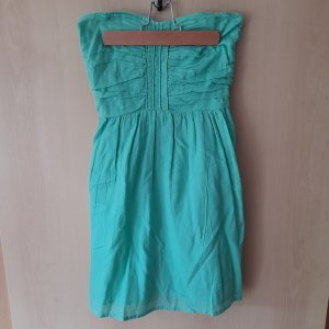 Mintgrünes trägerloses Kleid