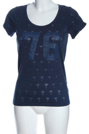 Miss America Camisa tejida azul estampado temático look casual